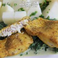 """""""Złota"""" ryba podana z sosem szpinakowym"""