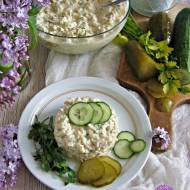 Sałatka ryżowa z kurczakiem, ogórkami i zieleniną