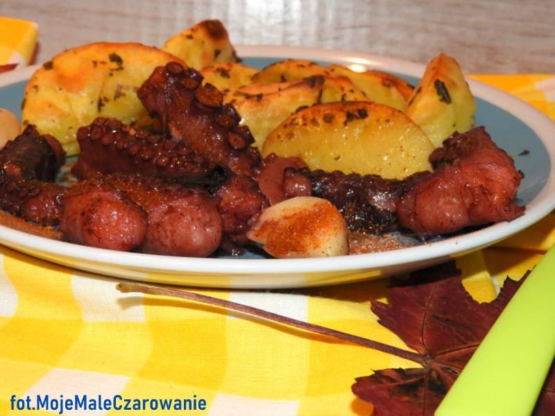 Konfitowana ośmiornica z pieczonymi ziemniakami