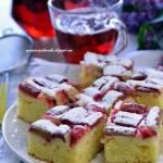 Jogurtowo - budyniowe ciasto z rabarbarem