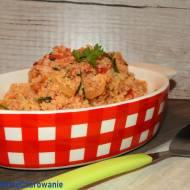 Ciepła sałatka z kuskusem i pomidorami