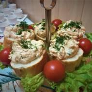 Mini kanapeczki z pastą łososiową