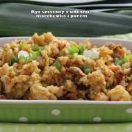 Ryż smażony z udkami, marchewką i porem