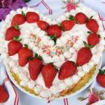Tort Truskawkowy Obłoczek