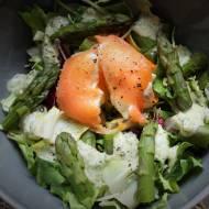 Keto sałatka z jajkiem i łososiem (Paleo, LowCarb)