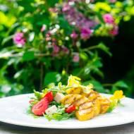 Sałatka z truskawkami i grillowanym ananasem.