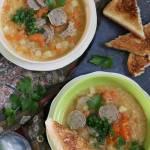 Zupa z czerwonej soczewicy z marchewką, selerem i kiełbasą - prosty i szybki obiad