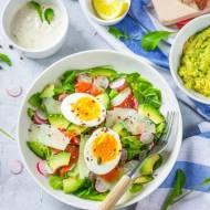 Sałatka z łososiem i jajkiem