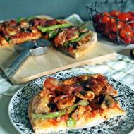 Pizza ze szparagami i szynką parmeńską