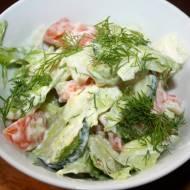 Surówka obiadowa z sałaty lodowej , prosta i pyszna