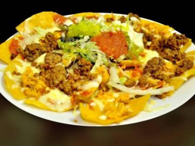 Zapiekane nachos z żółtym serem