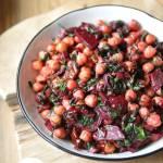 Ciecierzyca z botwinką i suszonymi pomidorami