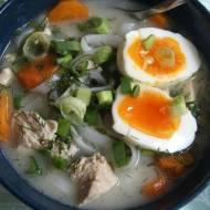 Zupa koperkowa z makaronem ryżowym a'la ramen