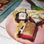 Ciasto z rabarbarem i porzeczkami