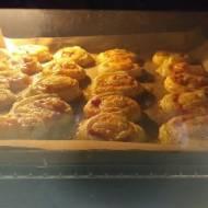 Ślimaczki z ciasta francuskiego z boczkiem, cebulką i mozzarellą