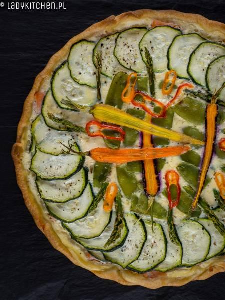 Tarta z łososiem i warzywami