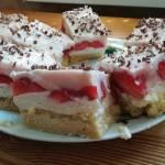 Ciasto owocowe z truskawkami -sezon na nie krótki więc trzeba korzystać póki są