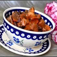 Gulasz z szynki wieprzowej z czerwoną kapustą