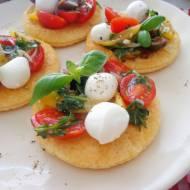 Pizzette z ciasta francuskiego z marynowanymi pomidorkami (Pizzette di sfoglia con pomodorini marinati)