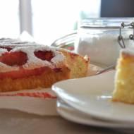 Ucierane ciasto z truskawkami, ciasto z prodiża