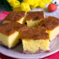 Ciasto z ajerkoniakiem i truskawkami