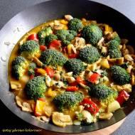 Ulubione curry z kurczakiem, pieczarkami i brokułem