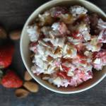 Ryż z serkiem wiejskim i truskawkami