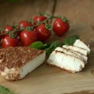Biały ser w ostrej posypce