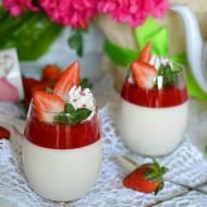 Waniliowa panna cotta z truskawkami