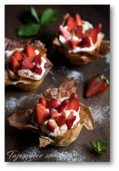 Truskawki w cynamonowych koszyczkach z filo z mascarpone i ricottą, szybki i pyszny deser