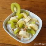 Jogurt z płatkami orkiszowymi, bananem i kiwi