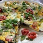 Zapiekanka z patelni z jajkami, bakłażanem i serem