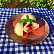 Parowańce na kefirze z truskawkami