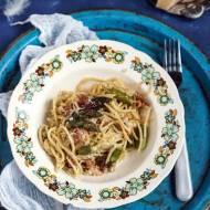 Spaghetti z boczkiem, szparagami w kremowym sosie