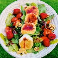 Środa: Sałatka z malinami i smażonym kozim serem