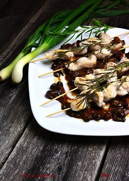 Szaszłyki z kurczaka na rabarbarze