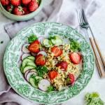 Kasza jaglana z soczewicą, warzywami i truskawkami