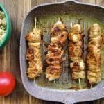 Niedzielny obiad: Szaszłyki w sosie z masła orzechowego z ryżem z kalafiora