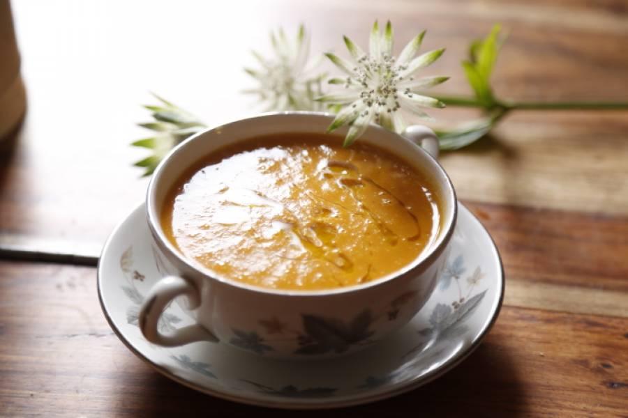 Zupa wegetariańska z marchwi i batatów