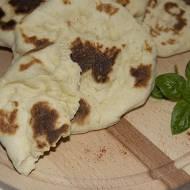 Indyjskie chlebki drożdżowe