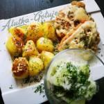 Schabowy z pieczonymi ziemniakami i mizerią