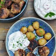 Młode ziemniaki, mielone i wzbogacona mizeria