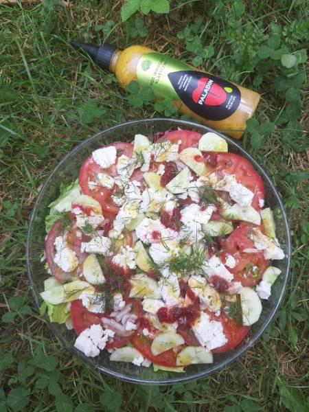 Lekka sałatka z fetą i sosem winegret