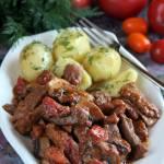 Gulasz z szynki z pieczarkami i pomidorami