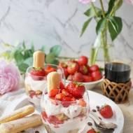 Deser tiramisu z truskawkami