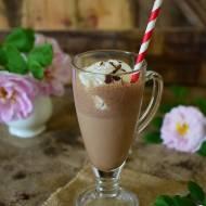 Kawa mrożona Mocha frappe z waniliowymi lodami i tartą gorzką czekoladą