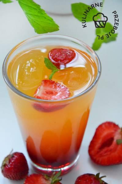 Drink American Beauty – drink z truskawkami