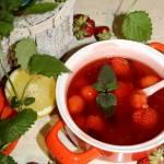 Orzeźwiający kisiel z truskawkami i żurawiną