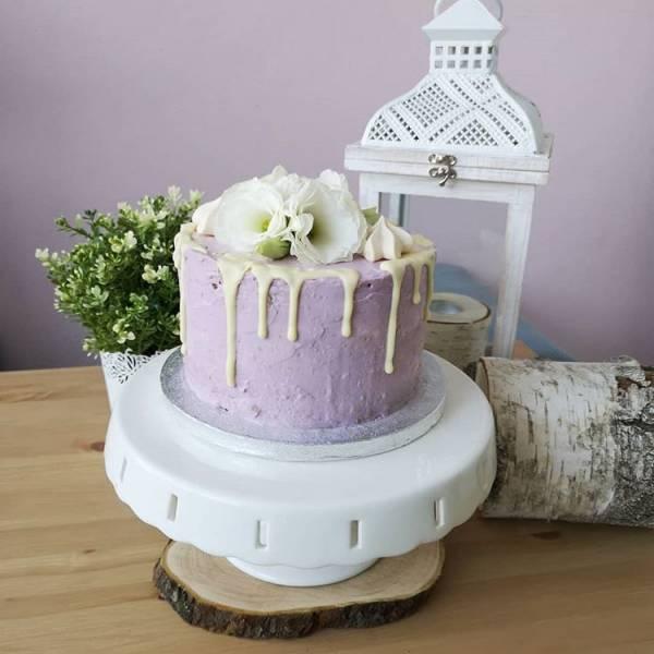 Tort z odcieniach fioletu