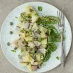 Sałatka z śledziem i ziemniakami